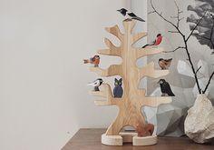 Einen Ostheimer Vogelbaum  samt Bachstelze, Amsel, Rabe, Dompfaff, Rotkehlchen, Elste, Eule! Hey, das Eichhörnchen werfen wir auch noch in den Lostopf!