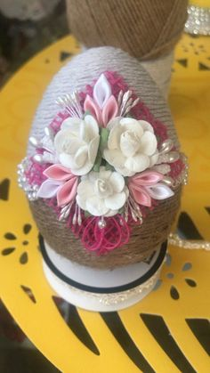 Easter Egg Crafts, Easter Projects, Easter Eggs, Easy Crafts For Teens, Quilted Ornaments, Diy Easter Decorations, Flower Ball, Egg Art, Egg Decorating