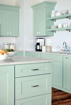 51 Best Bathroom Accessories Beach Cottage - Let's DIY Home Kitchen Furniture, Kitchen Interior, Kitchen Decor, Apartment Kitchen, Green Kitchen, New Kitchen, Family Kitchen, Cottage Kitchens, Home Kitchens