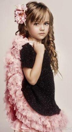 Pretty girl by VoyageVisuelle Little Girl Fashion, Little Girl Dresses, Kids Fashion, Girls Dresses, Flower Girl Dresses, Beautiful Little Girls, Beautiful Children, Kristina Pímenova, Girl Haircuts