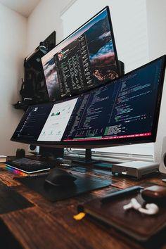 Gaming Desk Setup, Computer Workstation, Computer Setup, Best Pc Setup, Man Cave Desk, Skyrim House, Coffee Music, Home Office Setup, Workspace Design