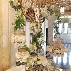 Birdcages made beautiful for a wedding! Birdcages made beautiful for a wedding! Deco Champetre, Deco Floral, Bird Cages, Wedding Pinterest, Event Decor, Wedding Designs, Floral Arrangements, Wedding Decorations, Wedding Centerpieces