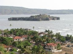 Murud – Janjira Fort – Sanskriti - Hinduism and Indian Culture Website Most Beautiful, Beautiful Places, Forts, Incredible India, Palaces, Art And Architecture, Tourism, Exotic, Places To Visit
