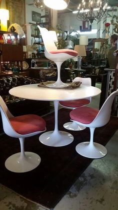 Mid century Knoll table & chairs. BLOOMINGTON IN