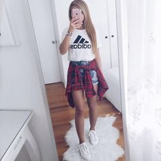 45 Adorable And Cute Teenage Outfits Ideas For Summer - school outfits Teenage Girl Outfits, Teen Fashion Outfits, Cute Casual Outfits, Tween Fashion, Mode Outfits, Girl Fashion, Latest Fashion, Fashion Clothes, Casual Shorts