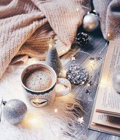 Cozy at home - Winter aesthetic - Idea Wallpapers , iPhone Wallpapers,Color Schemes Christmas Mood, Noel Christmas, Christmas Morning, Christmas And New Year, All Things Christmas, Christmas Flatlay, Christmas Coffee, Christmas Lights, Christmas Crafts