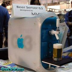 Some crazy nutjob (read: genius) Mac fan has developed the computer of my dreams, the Apple Beer Server. Now from the picture you can tell that it serves beer, which is all a computer really needs to do. Computer Humor, Computer Literacy, Mac Pro, Ingenieur Humor, Funny Images, Funny Pictures, Funny Pics, Alter Computer, Computer Diy