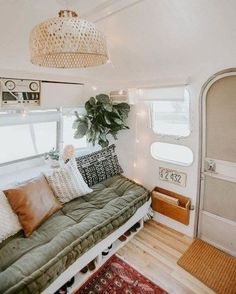 17 Adorable RV Remodel Ideas You Should Try - Camper Life Van Living, Tiny House Living, Living Room, Small Apartments, Small Spaces, Camping Vintage, Vintage Rv, Vintage Campers, Vintage Airstream