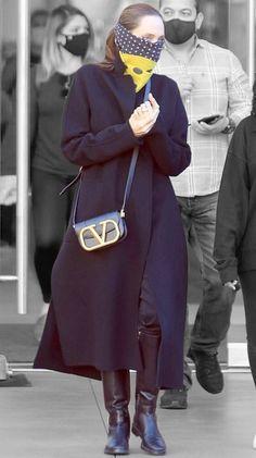 Angelina Jolie in Los Angeles, California on Sunday 20/12/2020 #VeronicaTasmania Mena Suvari, Airport Style, Tasmania, Angelina Jolie, Off Duty, Veronica, Color Splash, Contrast, Sunday