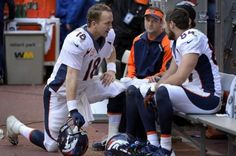 Peyton Manning talks to Wes Welker, Eric Decker and Jacob Tamme 2013