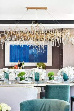 As the representation of nature itself, in the life that exists in a cycle where everything has a purpose, this dining area manages to achieve a welcoming and comfortable area to serve as background for great moments. The #SeripBijoutCollection chandelier showcases a delicate and joyful sense through the worked glass pieces, a characteristic that transforms an interior from blank to exquisite.#luxuryinteriors #luxuryliving #inspo#interiorinspiration #archilovers #designlovers