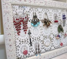 39 Trendy Ideas For Crochet Jewelry Holder Diy Diy Jewelry Holder, Jewelry Hanger, Diy Lace Earring Holder, Jewellery Storage, Jewellery Display, Diy Jewellery, Jewelry Tray, Punk Jewelry, Earring Storage