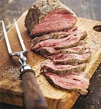 ростбиф - Roast beef on cutting board and meat fork Rolled Roast Beef, Oven Roast Beef, Sliced Roast Beef, Cooking A Roast, Rump Roast Recipes, Rib Recipes, Whole Food Recipes, Cooking Recipes, Dinner Recipes
