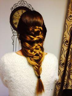 O impletitura misterioasa pentru o seara frumoasa House Of Beauty, Dreadlocks, Hair Styles, Dreads, Hairdos, Hairstyles, Box Braids, Haircut Styles, Hair Style