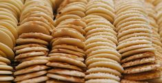These delicious cinnamon sugar cookies are easy to prepare. Perfect for tea time or with a glass of milk. Vegan Sugar Cookies, Cinnamon Sugar Cookies, Crispy Cookies, Cat Cookies, Almond Cookies, Cookies Et Biscuits, Cheese Cookies, Baking Cookies, Oatmeal Cookies