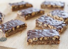 Sunde Snickers Malene Mandrup is part of Healthy snacks - Healthy Candy, Healthy Desserts, Diabetic Desserts, Cupcake Cookies, Love Food, Cravings, Sweet Tooth, Food And Drink, Tasty
