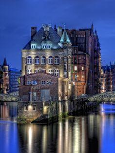 Blaue Stunde, Hambur, Germany   [per previous pinner]