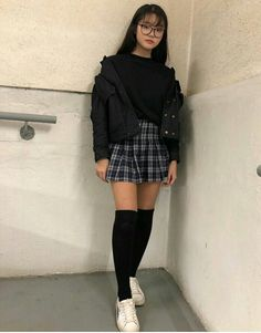 unusual grunge outfits ideas for women to try this season 11 ~ Modern House Design Source by leahironsidee ideas grunge Kpop Outfits, Edgy Outfits, Retro Outfits, Grunge Outfits, Fashion Outfits, Korean Outfits Cute, Korean Skirt Outfits, Modern Outfits, Fall Outfits