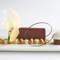 Gluten-Free Desserts: The French Laundry; Yountville, CA.I live in hope! Best Gluten Free Desserts, Delicious Desserts, Dessert Recipes, Sin Gluten, Chocolates, Gluten Free Chocolate, Molecular Gastronomy, C'est Bon, Plated Desserts