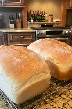 Amish White Bread Recipe - - I got this recipe from a friend. It is very easy, and doesn't take long to make. Best Bread Recipe, Easy Bread Recipes, Banana Bread Recipes, Cooking Recipes, Best Amish Recipes, Amish White Bread, Homemade White Bread, Country Bread, Homemade Breads