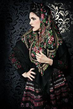 Russian style by Lena Hoschek, a fashion designer from Vienna (Austria)… Russian Beauty, Russian Fashion, Culture Russe, Style Russe, Mode Russe, Ethno Style, Russian Culture, Foto Fashion, Style Ethnique