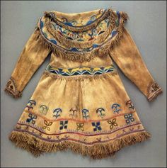 Lenape Tribe, 1835 American native hunter's buckskin frock coat, made by the Lenape Delaware tribe from Oklahoma Territory. Materials: deer hide (buck skin), glass beads and thread. Native American Clothing, Native American Beauty, Native American Crafts, Native American Artifacts, Native American Tribes, Native American History, Delaware Indians, Navajo, Native Indian