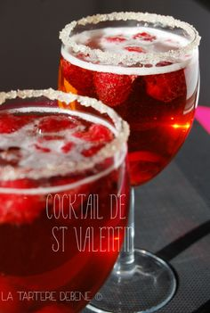 coctail de st valentin 2 Valentine's Day Ideas for 2016 Holiday Cocktails, Cocktail Drinks, Cocktail Recipes, Valentines Food, Valentines Day Decorations, Vodka, Saint Valentine, Non Alcoholic Drinks, Gourmet