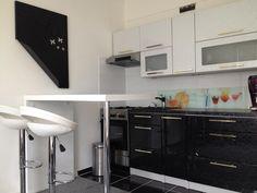 kuchyne s kamennou pracovnou doskou v byte - Hľadať Googlom