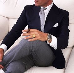 Keep the suite loose the smokes. Blazer Outfits Men, Stylish Mens Outfits, Sharp Dressed Man, Well Dressed Men, Mens Fashion Suits, Mens Suits, Mode Costume, Herren Outfit, Mens Attire