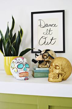 Halloween is almost here! If youve been wanting to do a Halloween-themed craft, but keep putting...