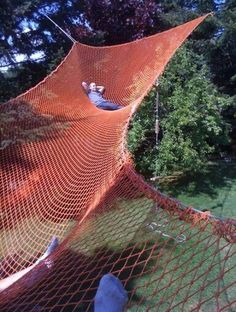 How awesome is this? Its an outdoor loft: a hammock big enough for 20 people and a rope swing is used to get down from it!