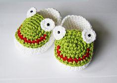Strick- & Häkelschuhe Frösche // crocheted shoes, frog by s-trick via DaWanda