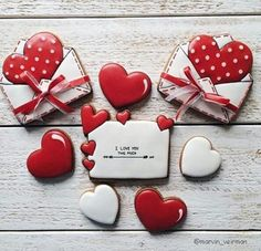 Valentines – Valentine's Day Cookies Cupcake, Fancy Cookies, Cookie Icing, Heart Cookies, Iced Cookies, Cute Cookies, Royal Icing Cookies, Sugar Cookies, Valentines Day Cookies