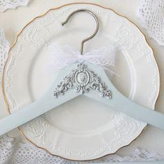 Bride Hanger, Wedding Dress Hanger, Diy Wedding Hangers, Wedding Dress Crafts, Thoughtful Bridal Shower Gifts, Bridesmaid Hangers, Wedding Favours Luxury, Macrame Plant Hangers, Bride Gifts