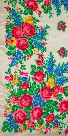 A stunning vintage Russian shawl  #russianshawl   #russia   #russian   #babushka   #floraldesign   #mulberrywhisper