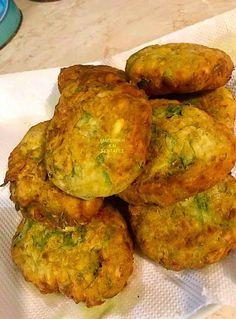 Κολοκυθοκεφτέδες μούρλια !!! ~ ΜΑΓΕΙΡΙΚΗ ΚΑΙ ΣΥΝΤΑΓΕΣ 2 Greek Recipes, Tandoori Chicken, Cookie Recipes, Zucchini, Blog, Muffin, Tasty, Vegetables, Cooking