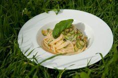 Спагетти с цукини из Нерано от Роберто Аллокка/Spaghetti con le zucchine alla Nerano di Roberto Allocca | Элла Мартино Рецепты Кулинарные туры Итальянская кухня