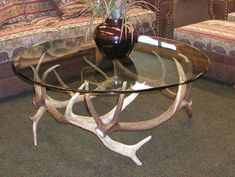 Deer Horns Decor, Deer Hunting Decor, Antler Crafts, Antler Art, Camo Home Decor, Rustic Wood Furniture, Furniture Ideas, Farm Crafts, Awesome