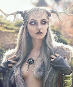 Faun cosplay by Alternate History Designs & Photography Mode Inspiration, Character Inspiration, Maquillage Halloween, Halloween Disfraces, Woodland Creatures, Costume Makeup, Looks Cool, Cosplay Girls, Headdress
