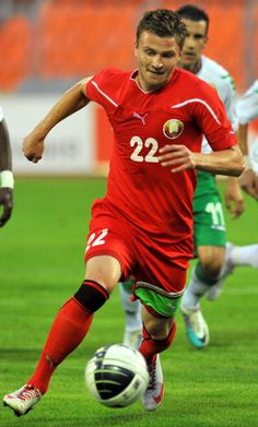 igor-shitov-of-belarus-passes-the-ball-during-the-international-picture-id120802416 (358×594)
