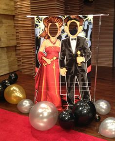 Throw a Sparkling Oscars Party on a Budget red carpet party decoration Red Carpet Theme, Red Carpet Party, Oscar Party, Hollywood Thema, Soirée Des Oscars, Deco Cinema, Oscar Verleihung, Dance Themes, Movie Party