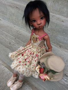 Barbie Fashion Royalty, Fashion Dolls, Lovely Dresses, Flower Girl Dresses, Doll Dresses, Pretty Dolls, Beautiful Dolls, Black Freckles, Big Eyes Artist