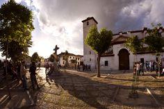 Plaza e Iglesia de San Nicolás, en el Albayzín. (vía flickr)