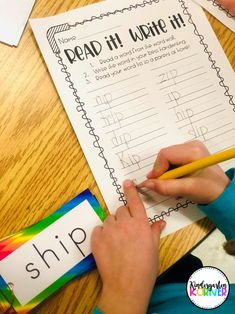 Read about how switching from a traditional word wall to a portable version has been an absolute game-changer in my kindergarten classroom! Kindergarten Goal Sheet, Word Wall Kindergarten, Portable Word Walls, Effective Classroom Management, Rainbow Words, Really Good Stuff, Work On Writing, Letter Formation, Different Words