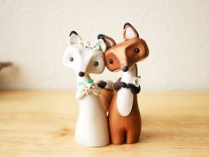 Red Fox and Arctic Fox Wedding Cake Topper by by BonjourPoupette.  #wedding #weddingcake #weddings