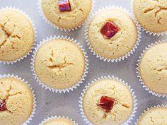 Belíssimos Cupcakes de Fubá com Goiabada em processo. *São veganos!