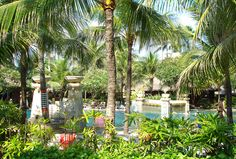 Der Pool im Hotel Legian Beach auf Bali. Bali, World Pictures, Beach Hotels, Destinations, Spaces, Fun, Travel, Pictures, Indonesia