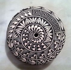 Pottery -- Acoma, Brenda L. Cerno -- how to do a spiral in a sweater?