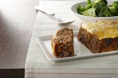 Plus besoin d'hésiter entre un burger au fromage et un pain de viande, car cette recette réunit le meilleur des deux mets. De plus, ce pain de viande est particulièrement savoureux avec sa garniture éclair au ketchup et au fromage.