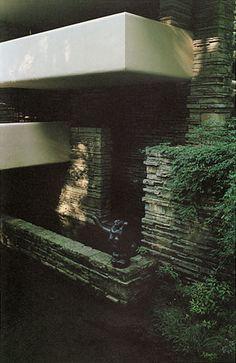 2003 Frank Lloyd Wright―Fallingwater Taliesin